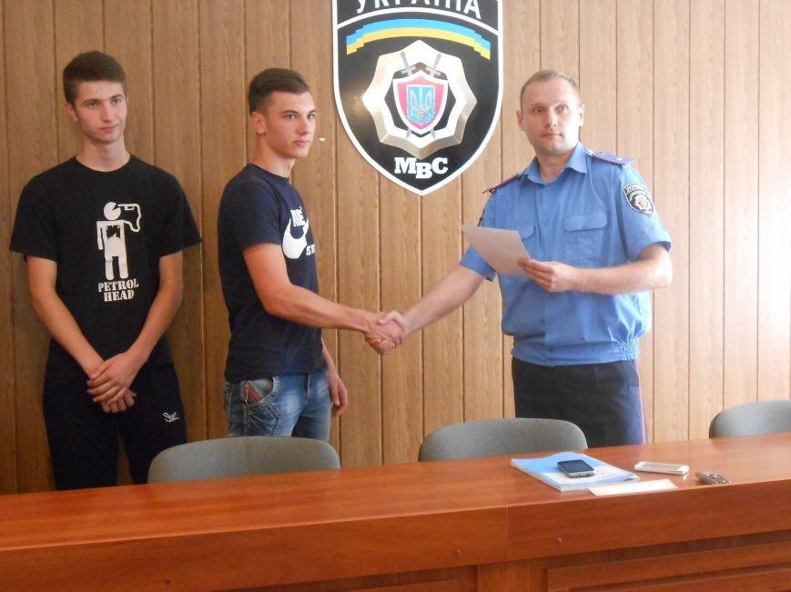 Двое несовершеннолетних днепродзержинцев самостоятельно задержали вора-рецидивиста (фото) - фото 5