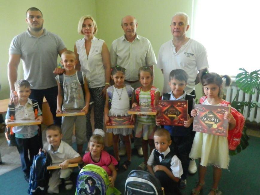«Перший портфелик» для першокласників Дніпровського району (фото) - фото 1