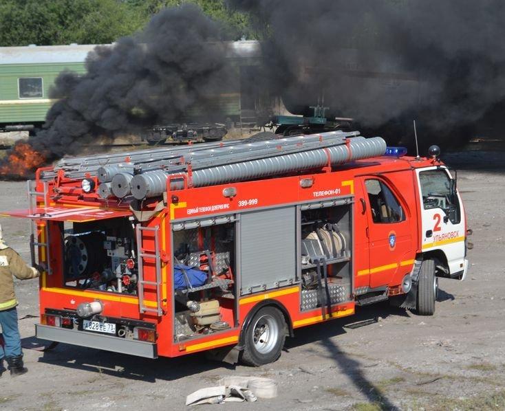 В Ульяновске потушили загоревшуюся цистерну с нефтью (фото) - фото 2
