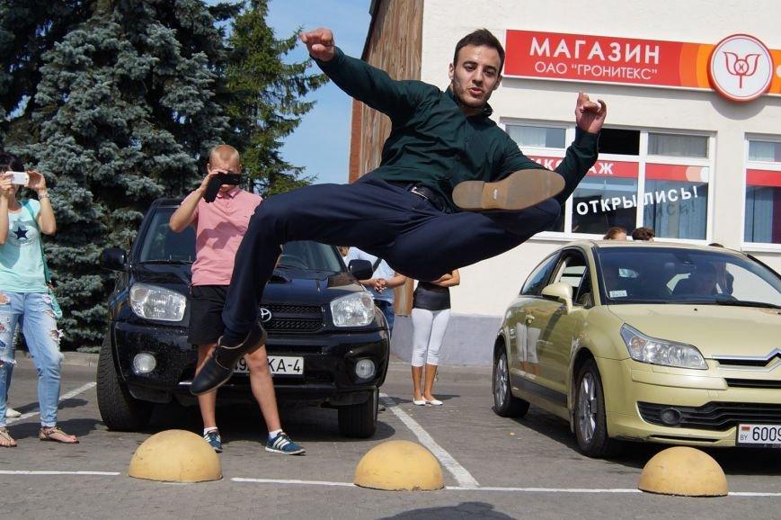 Фотофакт: возле рынка «Корона» гродненские модели отбили нападение хулиганов (фото) - фото 8
