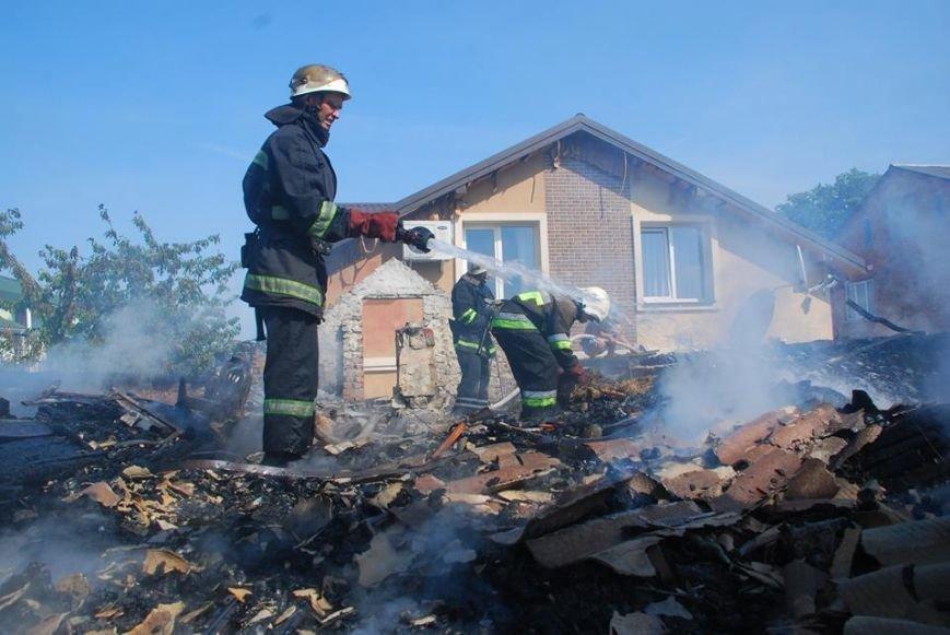 У Пустомитівському районі 10 рятувальників ліквідовували масштабну пожежу (фото) - фото 1