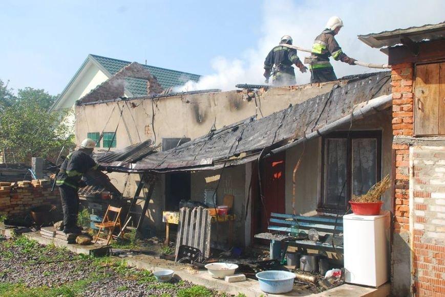 У Пустомитівському районі 10 рятувальників ліквідовували масштабну пожежу (фото) - фото 3