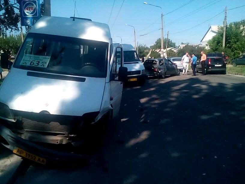 В Запорожье на «Космосе» маршрутка врезалась в автомобиль (ФОТО), фото-6