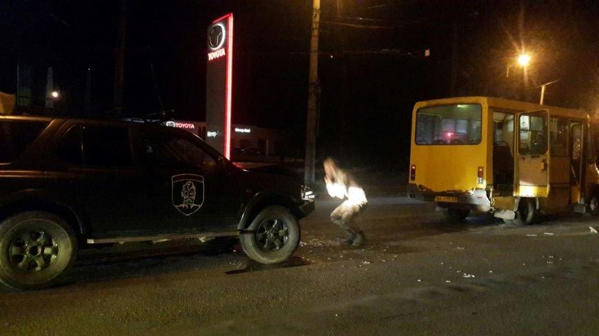 В Кировограде военный внедорожник столкнулся с маршруткой (ФОТО), фото-2
