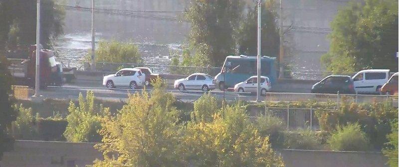 На запорожской плотине из-за аварии затруднено движение в сторону центра (фото) - фото 1