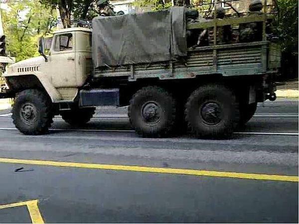 По Донецку проехала БМП и два грузовика с боевиками (ФОТОФАКТ) (фото) - фото 2