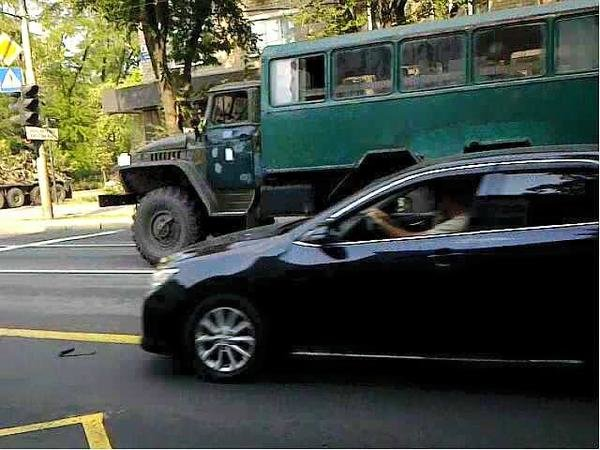 По Донецку проехала БМП и два грузовика с боевиками (ФОТОФАКТ) (фото) - фото 1