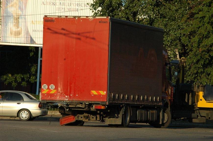 В Запорожье пьяный водитель протаранил грузовик возле ДнепроГЭС (ФОТО), фото-7