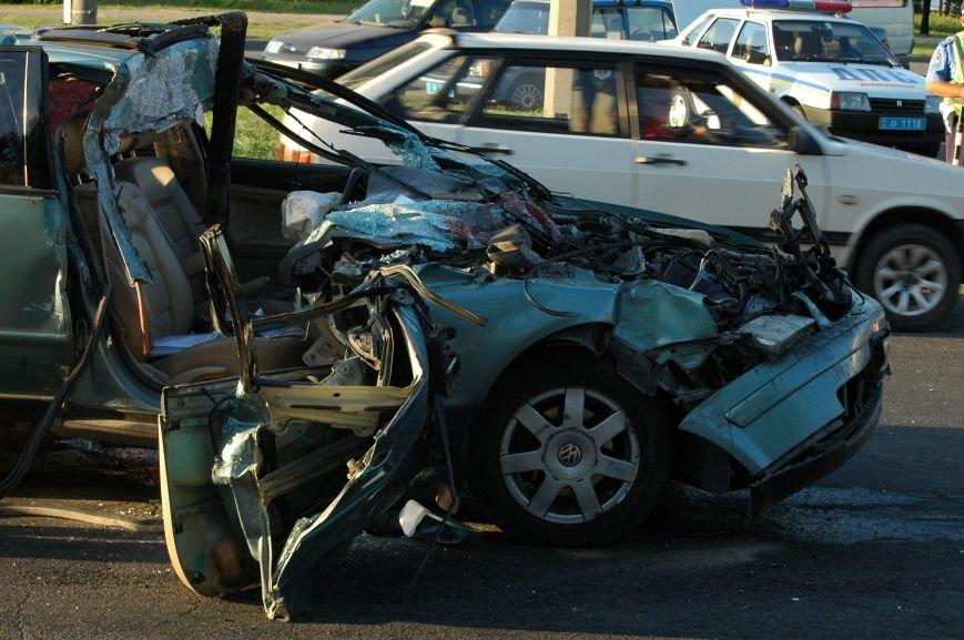 В Запорожье пьяный водитель протаранил грузовик возле ДнепроГЭС (ФОТО), фото-4