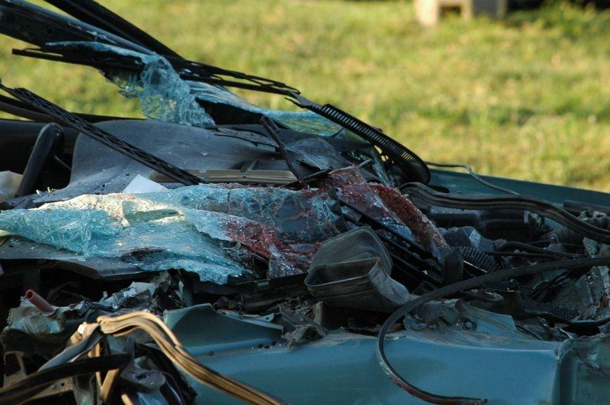 В Запорожье пьяный водитель протаранил грузовик возле ДнепроГЭС (ФОТО), фото-5