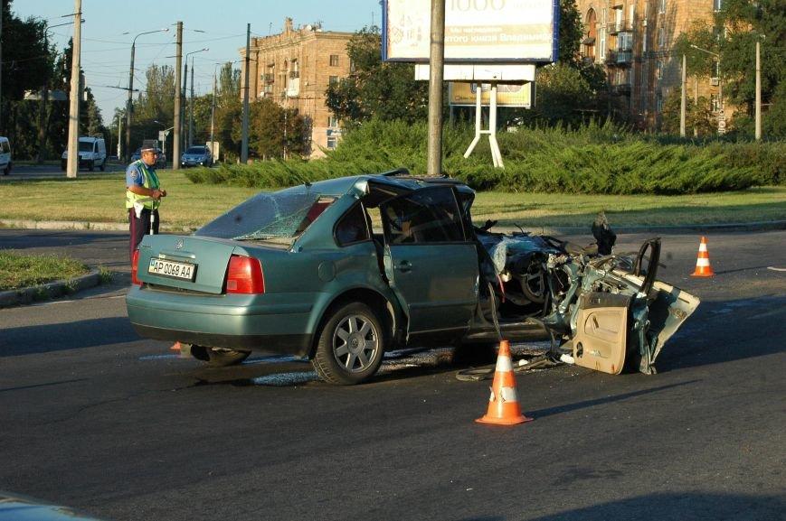 В Запорожье пьяный водитель протаранил грузовик возле ДнепроГЭС (ФОТО), фото-1