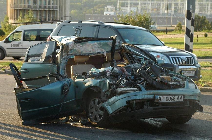 В Запорожье пьяный водитель протаранил грузовик возле ДнепроГЭС (ФОТО), фото-3
