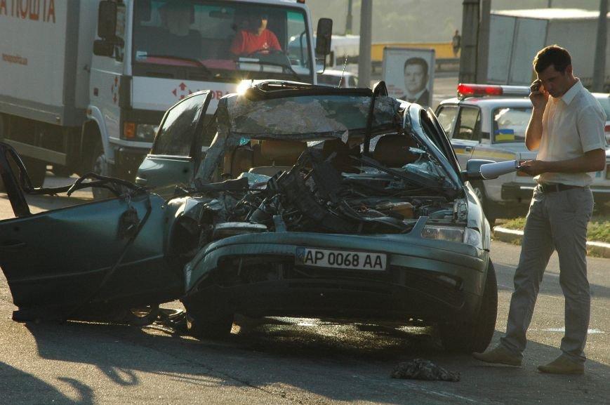 В Запорожье пьяный водитель протаранил грузовик возле ДнепроГЭС (ФОТО), фото-2