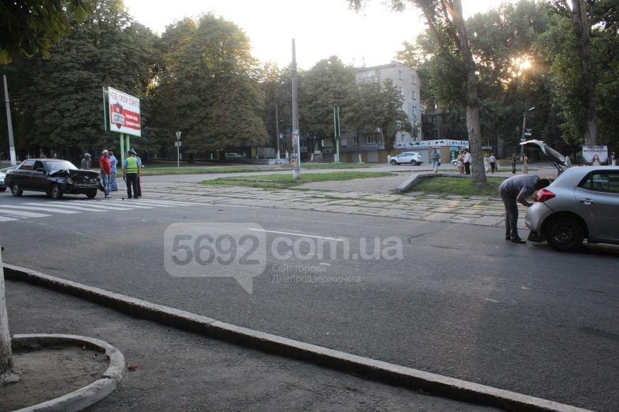 В Днепродзержинске произошло ДТП на проспекте Ленина, пострадал водитель, фото-1