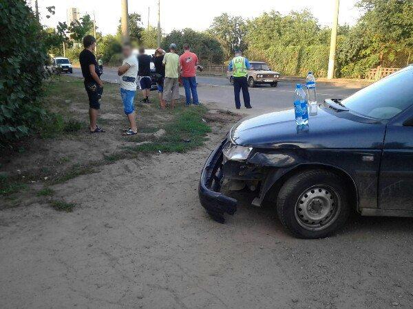 ДТП в Кривом Роге: совершая обгон 3 автомобилей, «Peugeot» столкнулся с «ВАЗом» и влетел в столб  (ФОТО) (фото) - фото 1