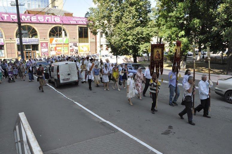 Служители Церкви и верующие прошлись центральными дорогами Павлограда (фото) - фото 3
