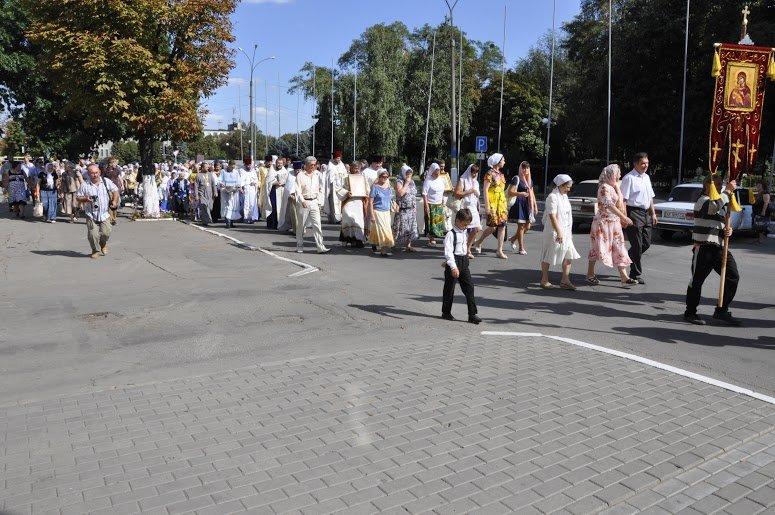 Служители Церкви и верующие прошлись центральными дорогами Павлограда (фото) - фото 1
