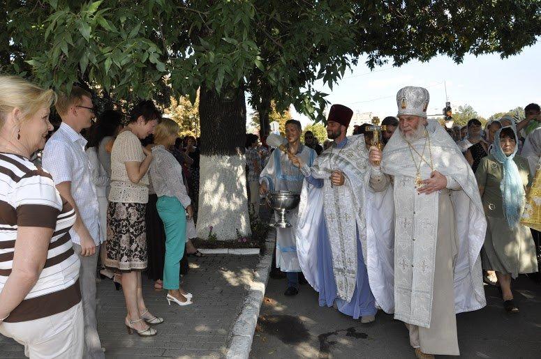 Служители Церкви и верующие прошлись центральными дорогами Павлограда (фото) - фото 2