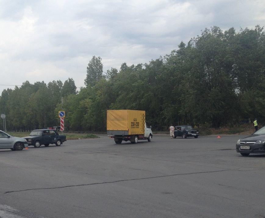 Два ВАЗа буквально протаранили друг друга в Заволжье (фото) - фото 1