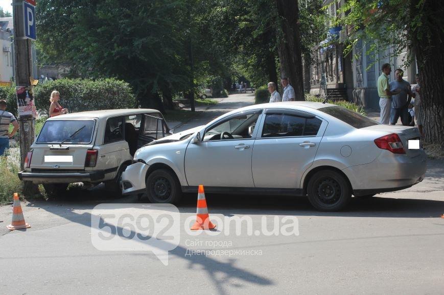 В Днепродзержинске по улице Сачко произошло ДТП, фото-2