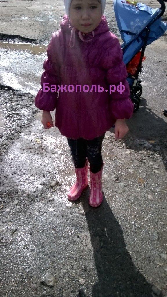 В южной части Полевского девочка провалилась в яму с водой (фото) - фото 1