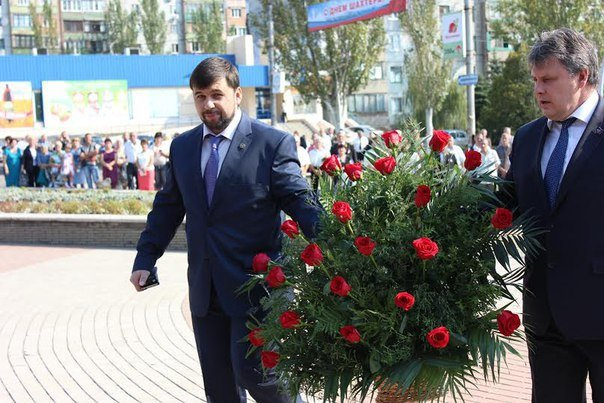 Фотофакт. В Макеевке возложили цветы к Мемориалу подвигу шахтеров (фото) - фото 2