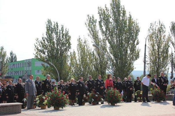 Фотофакт. В Макеевке возложили цветы к Мемориалу подвигу шахтеров (фото) - фото 6