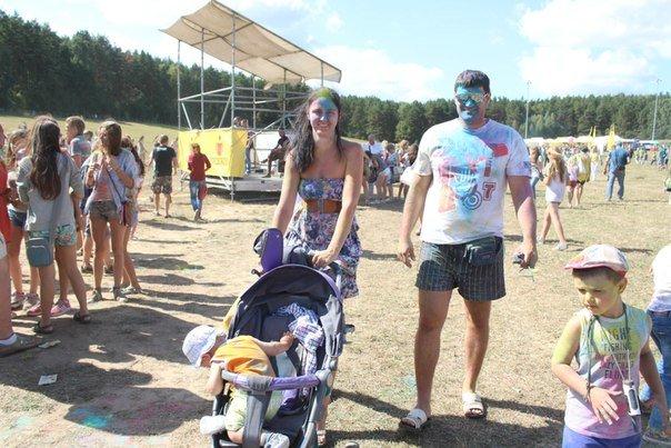 Фоторепортаж: под Гродно прошел фестиваль красок «ColorFest» (фото) - фото 18
