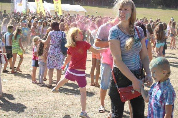 Фоторепортаж: под Гродно прошел фестиваль красок «ColorFest» (фото) - фото 17