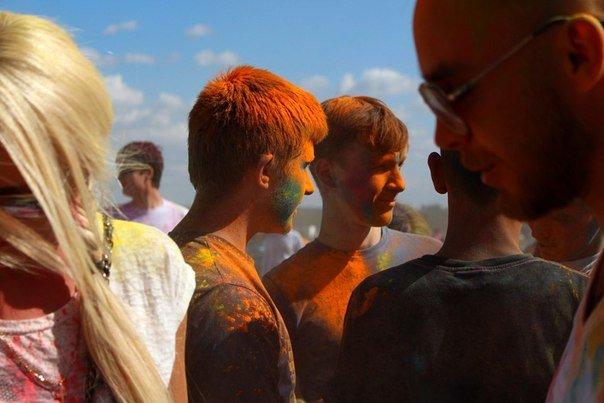 Фоторепортаж: под Гродно прошел фестиваль красок «ColorFest» (фото) - фото 14