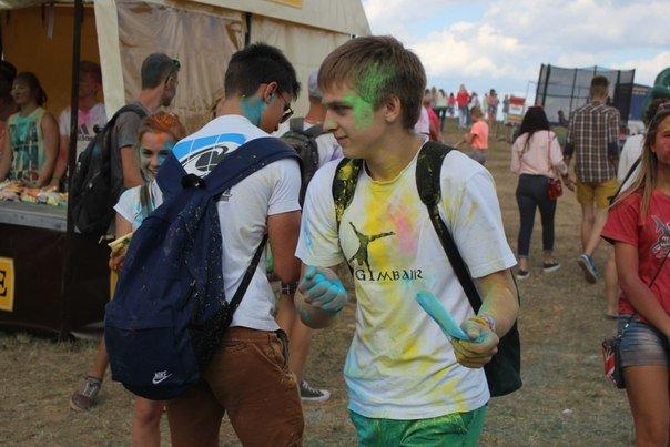 Фоторепортаж: под Гродно прошел фестиваль красок «ColorFest» (фото) - фото 16