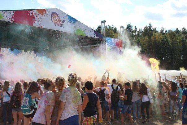 Фоторепортаж: под Гродно прошел фестиваль красок «ColorFest» (фото) - фото 15
