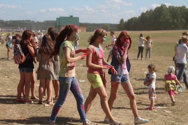 Фоторепортаж: под Гродно прошел фестиваль красок «ColorFest» (фото) - фото 10