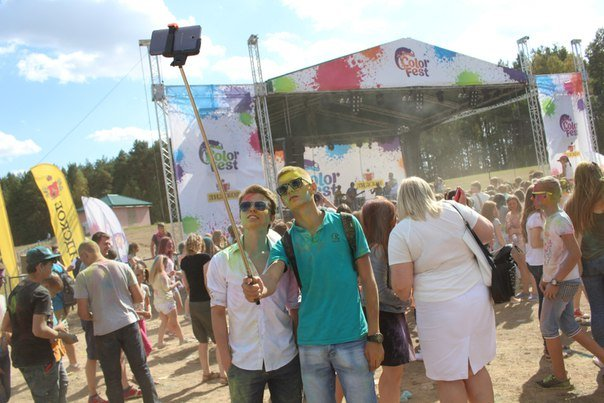 Фоторепортаж: под Гродно прошел фестиваль красок «ColorFest» (фото) - фото 8