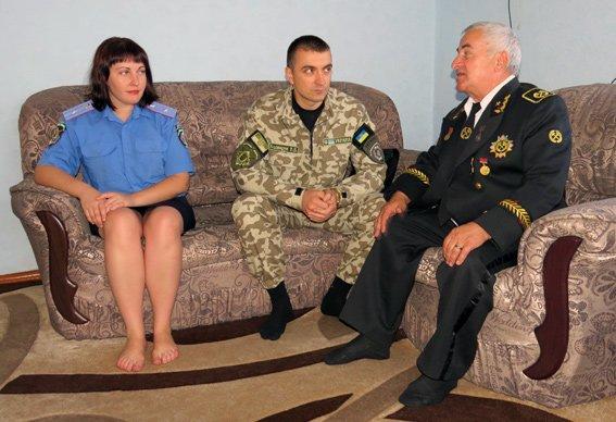Главный милиционер Красноармейска почтил труд местного шахтера – ветерана (фото) - фото 3