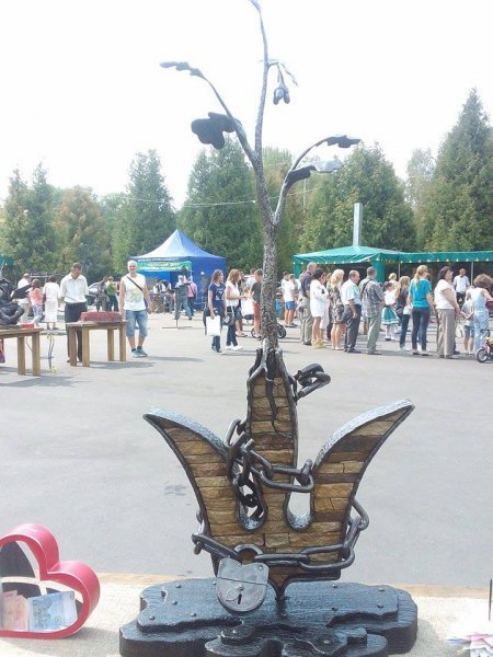 Ковані Герб та мапа України на фестивалі «Металеве серце» у Рівному (фото) - фото 1