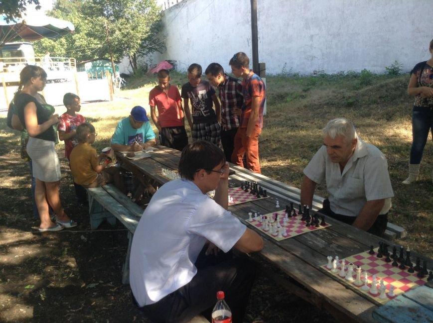 В День Города в Димитрове состоялся шахматно-шашечный турнир (фото) - фото 4