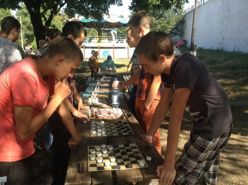 В День Города в Димитрове состоялся шахматно-шашечный турнир (фото) - фото 1