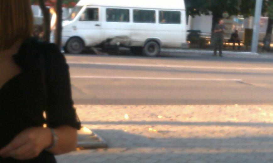 В Мариуполе задымился военный автомобиль (ФОТОФАКТ), фото-1