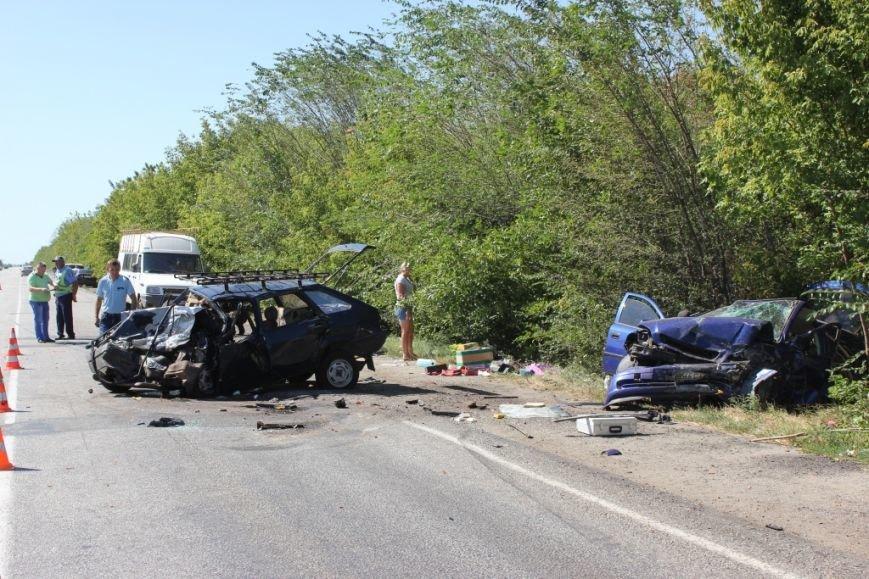 Страшная авария на запорожской трассе: один человек погиб, пять — в больнице (ФОТО), фото-1