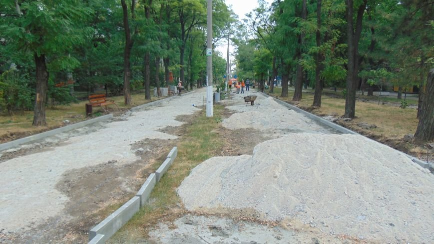 Ко дню Мариуполя активизировалось обновление бульвара Хмельницкого (ФОТО) (фото) - фото 1