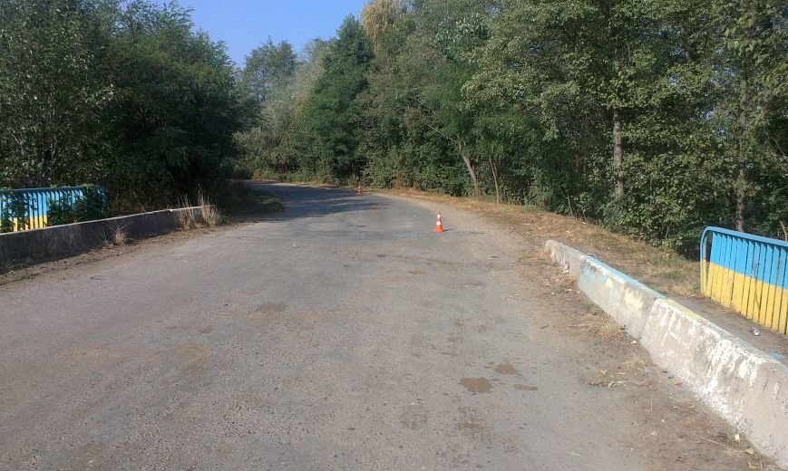 Поворот у селі Монастирчани виявився смертельним для мотоцикліста (ФОТО) (фото) - фото 2