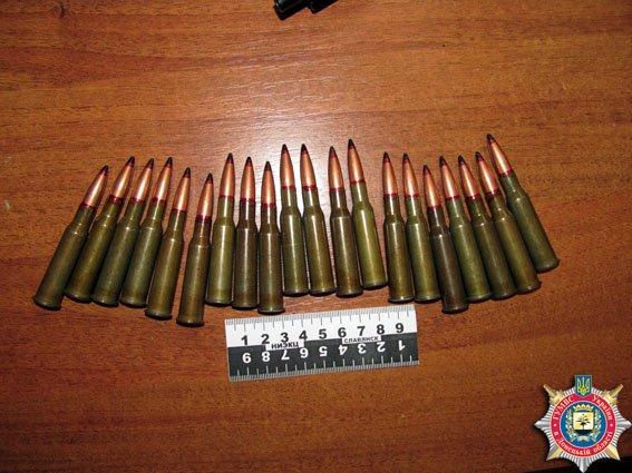 В Славянске у военнослужащего изъяли автомат, патроны и гранаты, которые он пытался вывезти домой (фото) - фото 1