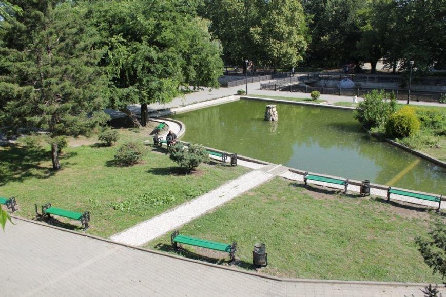 Сквер Центрального парка культуры и отдыха Симферополя привели в порядок (ФОТО) (фото) - фото 1
