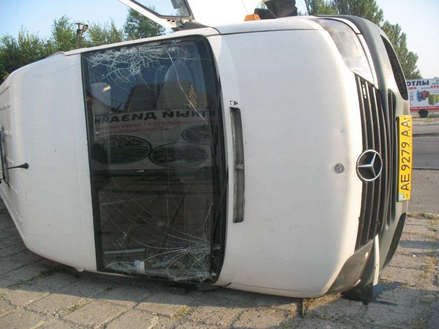 ДТП в Днепропетровске: маршрутка врезалась в скорую помощь (ФОТО), фото-2