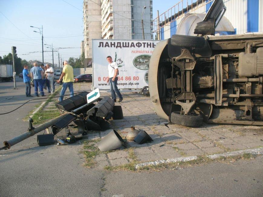 ДТП в Днепропетровске: маршрутка врезалась в скорую помощь (ФОТО), фото-5