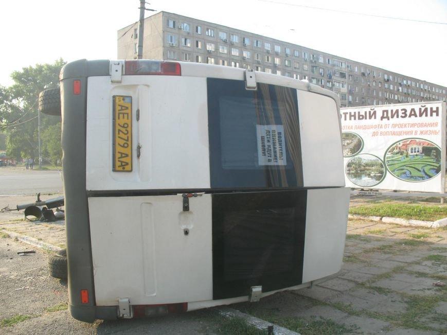 ДТП в Днепропетровске: маршрутка врезалась в скорую помощь (ФОТО), фото-1