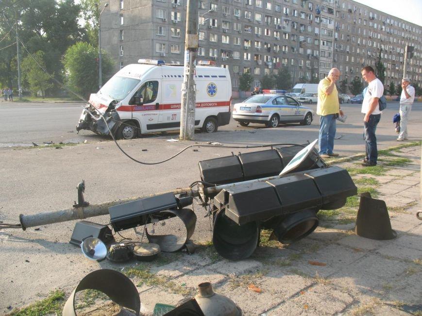 ДТП в Днепропетровске: маршрутка врезалась в скорую помощь (ФОТО), фото-7