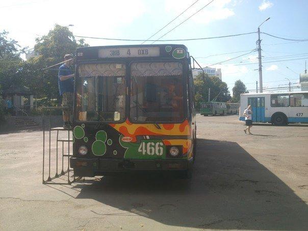 Еще один черниговский троллейбус раскрасили активисты, фото-1