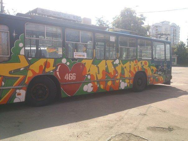 Еще один черниговский троллейбус раскрасили активисты, фото-4